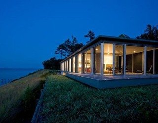 Wrapped in Glass: Rappahannock River House in Virginia