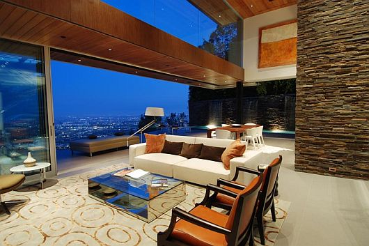 luxurious property with stunning views in la 1 Stunning Views in Los Angeles at 8400 Grand View Drive