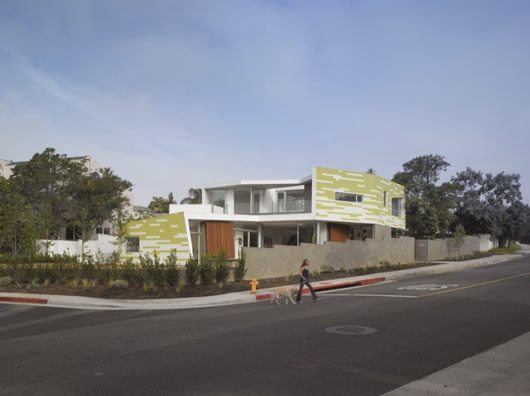 King Residence in Santa Monica 2 King Residence in Santa Monica Blends Formal Interiors With a Striking Facade