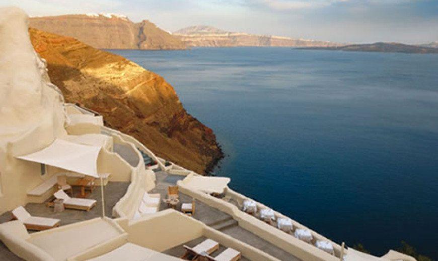 Mystique Hotel in Santorini oversees Aegean Caldera