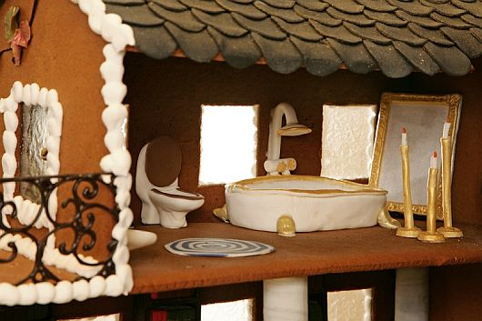 Christmas Decoration – World Most Expensive Gingerbread House 7