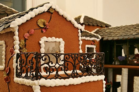 Christmas Decoration – World Most Expensive Gingerbread House 8