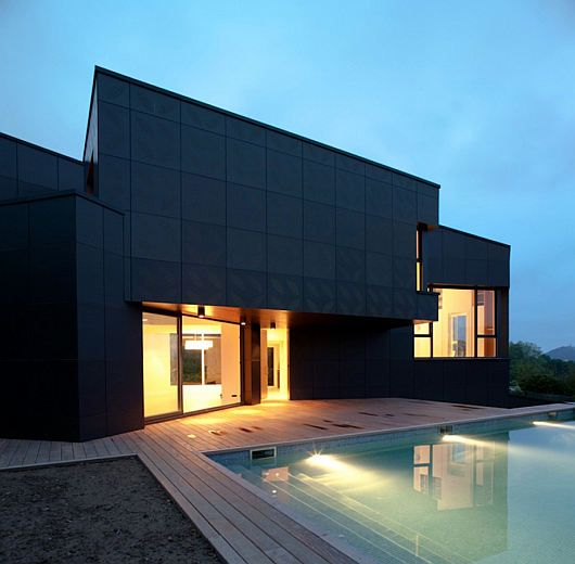 Mysterious Modern Q House 2 Mysterious, Yet Modern Q House Has a Gothic Appeal