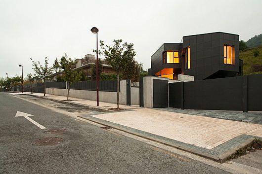 Mysterious Modern Q House 3