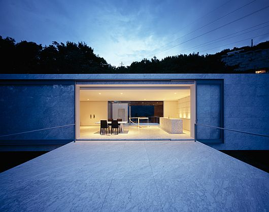 Minimalist contemporary plus house in japan by mount fuji for Minimalist concrete house
