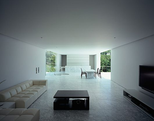 Minimalist Contemporary Plus House in Japan 5