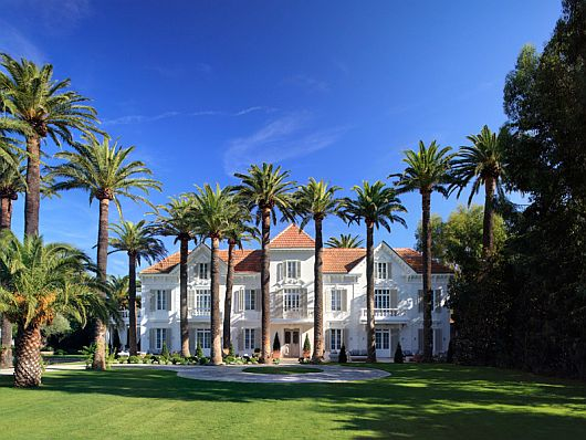 Stunning Chateau St Tropez 1 Stunning Chateau St Tropez Mixes Privacy & Sheer Luxury on the French Riviera