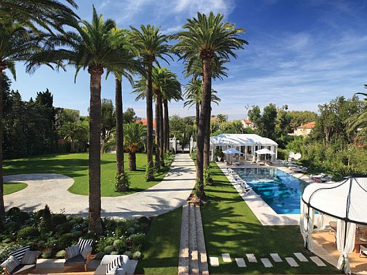 Stunning Chateau St Tropez 2 Stunning Chateau St Tropez Mixes Privacy & Sheer Luxury on the French Riviera