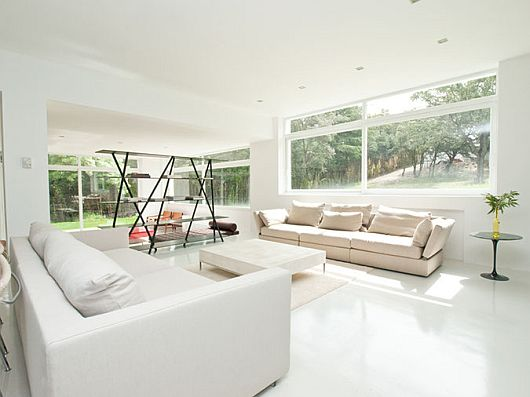 Sleek White Contemporary Villa in Madrid 2 Sleek White Contemporary Villa in Madrid Redefines Luxury