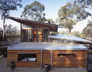 Bowen Mountain House by CplusC Architecture breathes in the environment