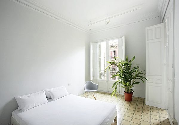 White Renovated Apartment in Barcelona 13