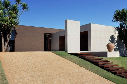 torres 1 Elegant and tranquil house OM by Guilherme Torres