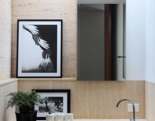 Elegant and tranquil house OM by Guilherme Torres
