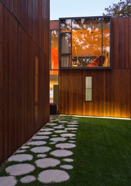 Modern-Wooden-House-On-Lake-Okoboji-12