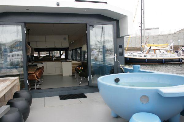 Qrooz Yacht