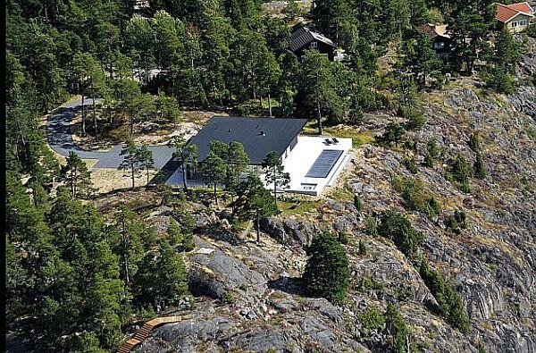 Stunning Swedish House With Lake Views 10