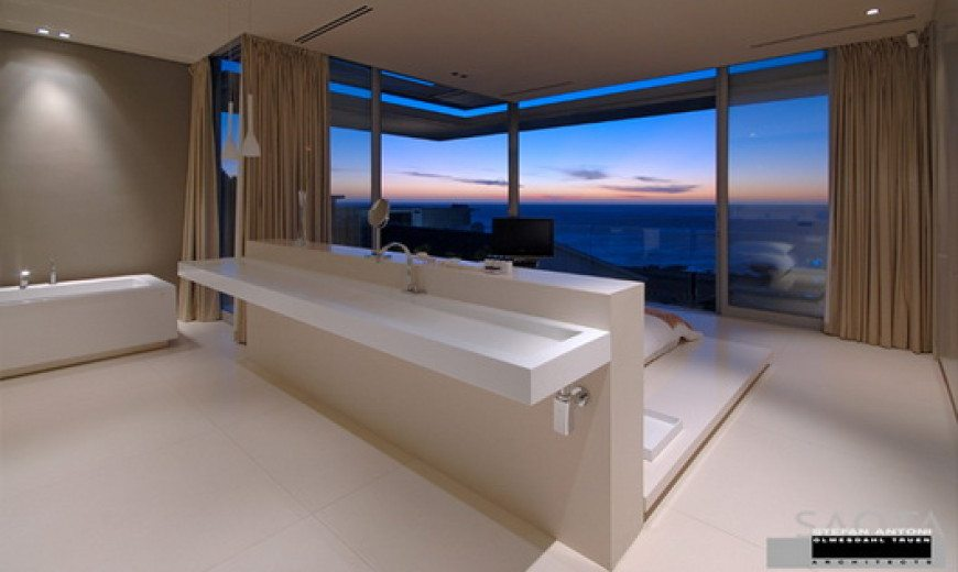 """Magnificent """"First Crescent House"""" by Saota"""