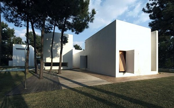 House in Troia by Jorge Mealha Arquitecto 1 Amazing white house in Troia by Jorge Mealha Arquitecto