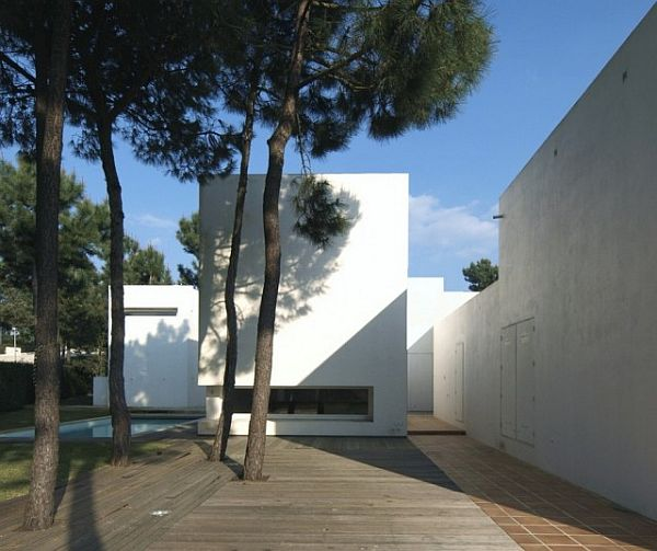 House in Troia by Jorge Mealha Arquitecto 2 Amazing white house in Troia by Jorge Mealha Arquitecto
