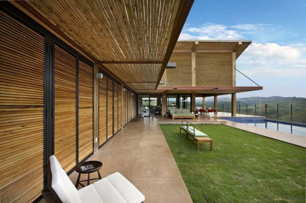Mountain Home 2 Contemporary one storey mountain retreat in Brazil