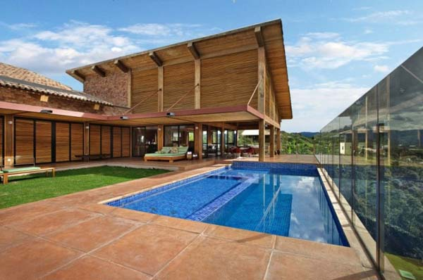 Mountain Home Contemporary one storey mountain retreat in Brazil