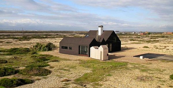 Shingle House by NORD Architecture 2 Monolithic Black Cladded Vacation Home in England (Shingle House)