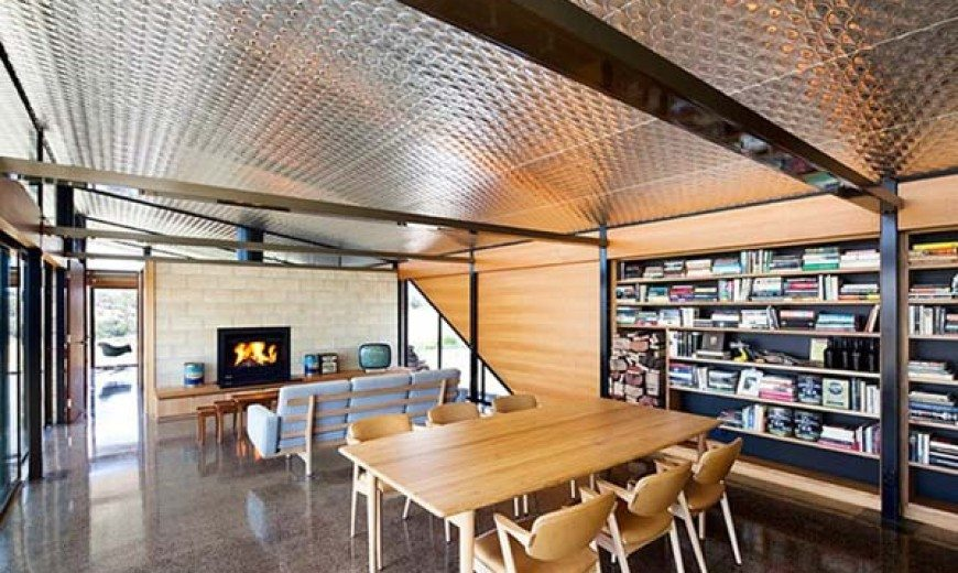 Old farm transformed into a contemporary residence in Australia
