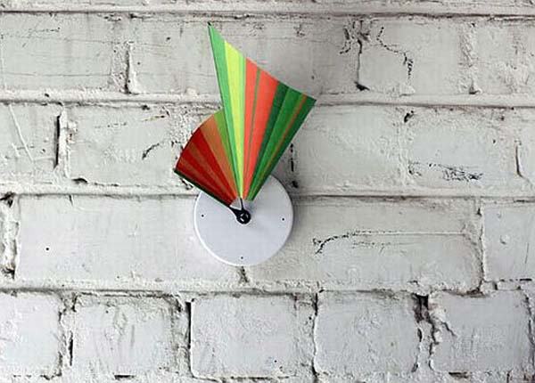 manifold clock 5 Manifold wall clock from Studio Ve shows time in 3D