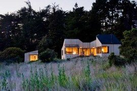 Rustic and minimalist dream house by the ocean