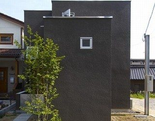 Modern Family House in Japan (80.84 House)