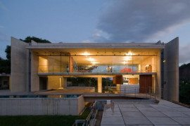 Fantastic suspended house in Rio