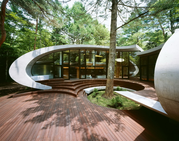 shell11 Fantastic futuristic residence in the woods