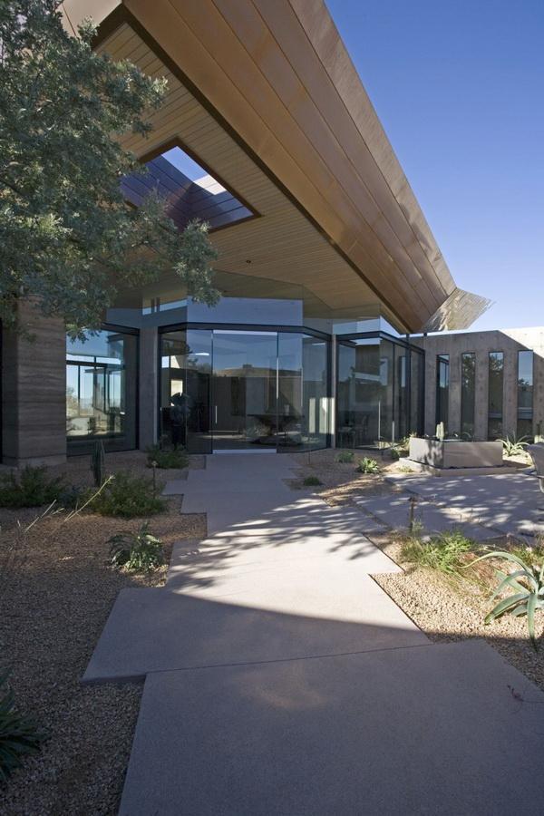 Splendid Rammed Earth House In Arizona