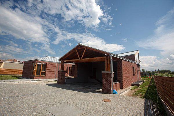 Brick House Romania Tektum 4