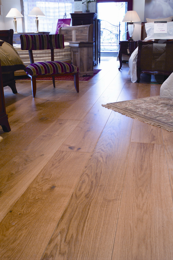 Cheap laminate flooring can do the trick for your house for Cheap laminate wood flooring