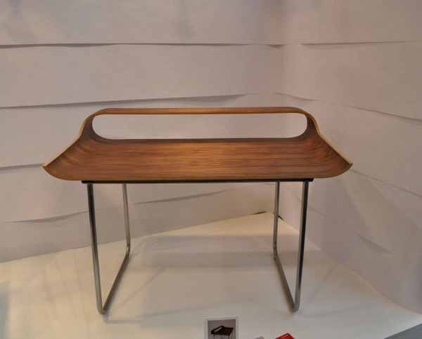 continue4 Slender industrial design: the Continue Desk