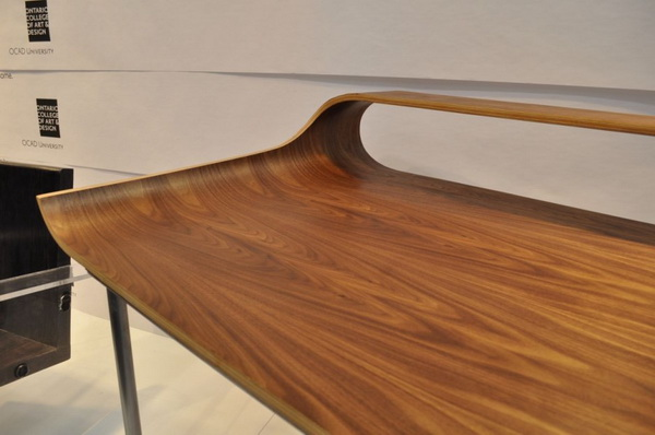 continue6 Slender industrial design: the Continue Desk