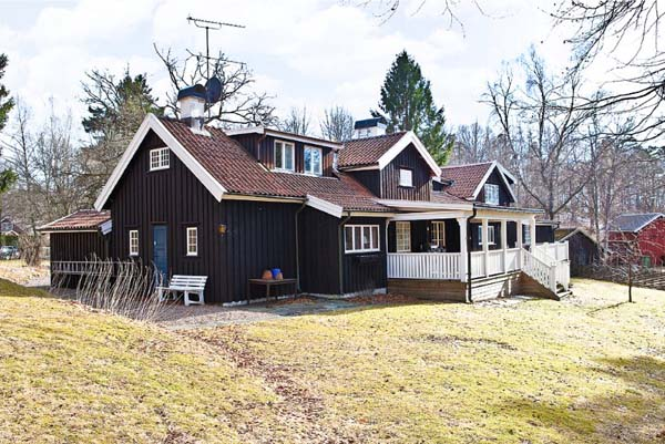 Beautiful farm house in Sweden 31 Large Beautiful Swedish residence for raising a family