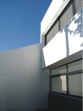 Modern home in argentina developed by ballesteros - Maison rogers sturz michael lee architects ...