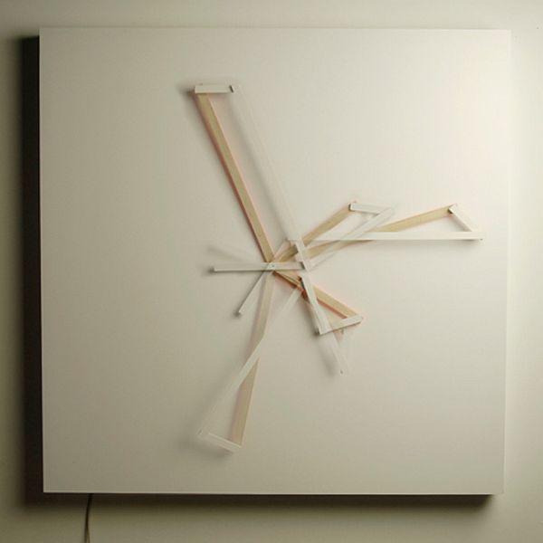Oblique Clock 2 Fascinating clock tells time in an artistic way: the Oblique Clock
