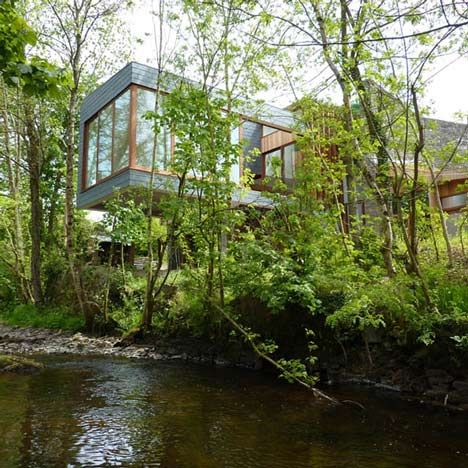 Ty Hedfan by Featherstone Young 1 Ty Hedfan   beautiful two wings residence cantilevered over a river
