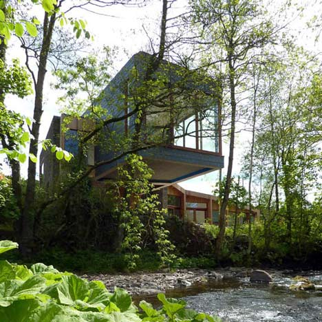 Ty Hedfan by Featherstone Young 2 Ty Hedfan   beautiful two wings residence cantilevered over a river