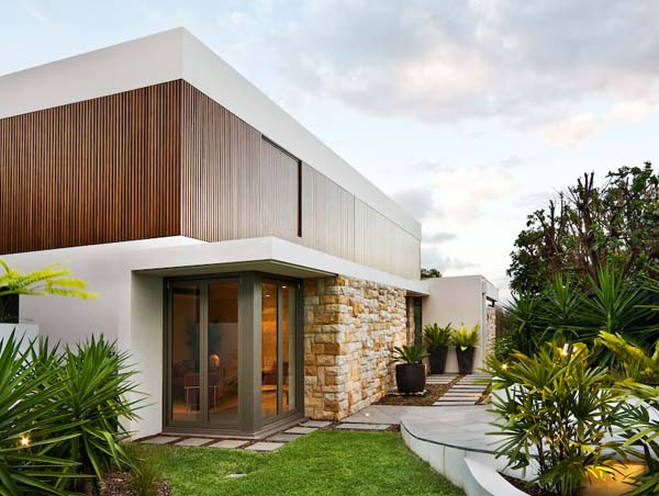 Warringah Road House 4 Sandstone, timber and glass combined: The Warringah House by Corben Architects