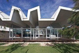 Intense and wavy Australian home