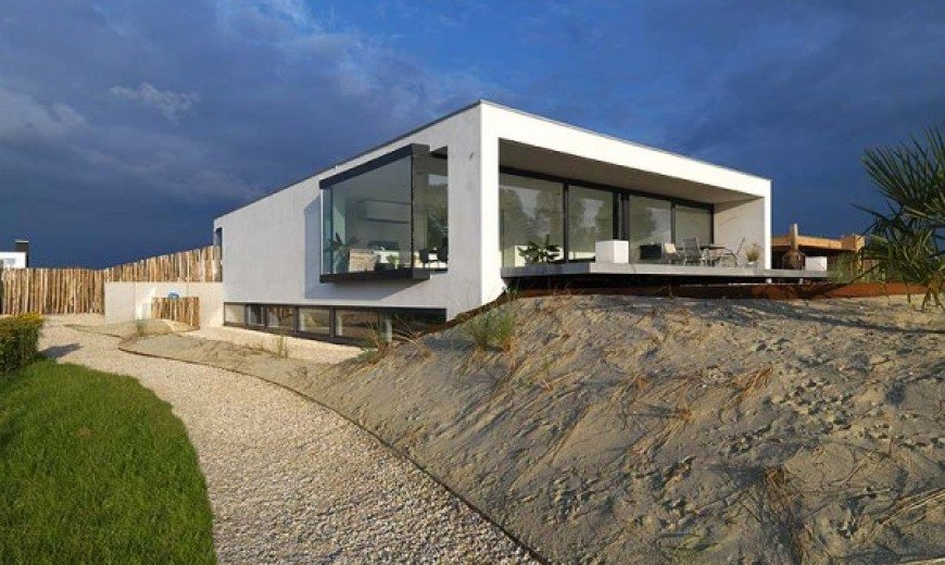 Beach inspired residence in Breda, Netherlands by Grosfeld van der Velde studio