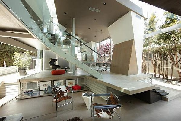 Undulating Residence in Venice Beach