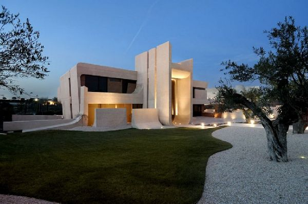 A cero Architects Concrete House in Madrid 2 A cero Architects Concrete House in Madrid, Has Monument like Design