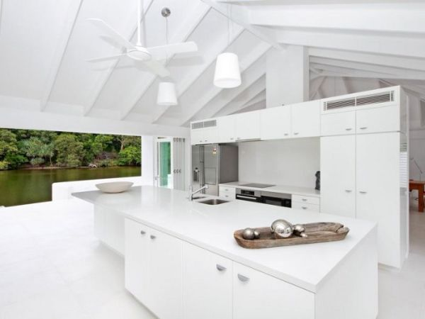 Breathtaking Holiday House1 Breathtaking Holiday House on the Noosa River