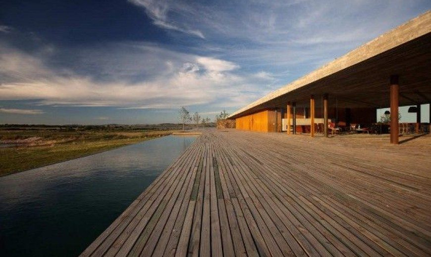 Marcio Kogan's Simple Structured Punta House