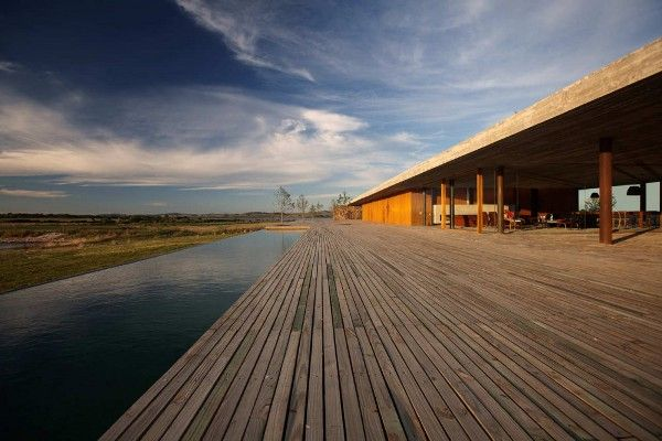 Punta House by Marcio Kogan 1 Marcio Kogans Simple Structured Punta House